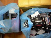 処分されるビデオテープ