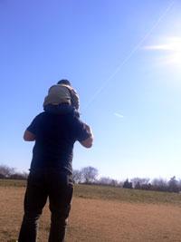 親子で楽しむ凧揚げ