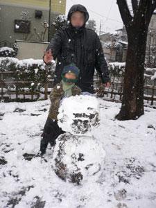 雪だるま完成!でもちょっと土だらけ・・・(^_^;