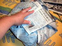 新聞紙で包みます